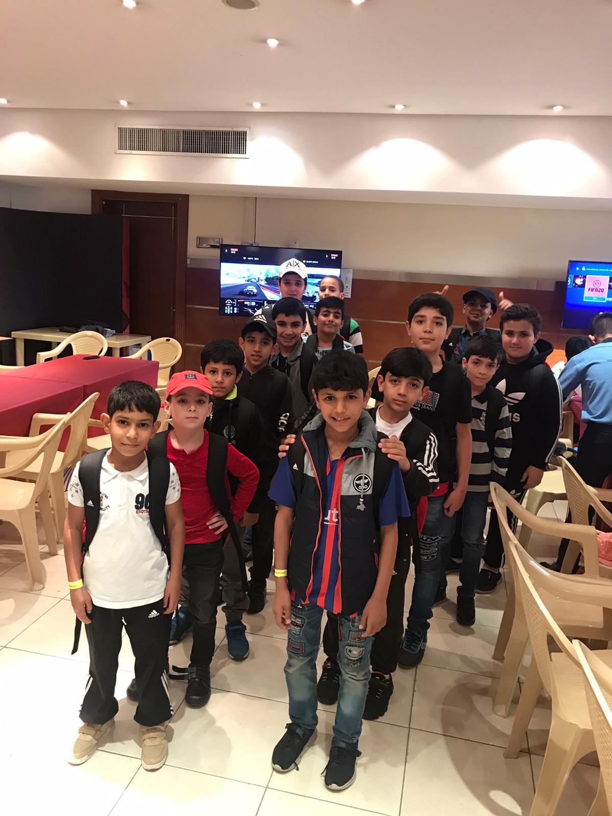 مشاركة الطلاب في فعاليات كرة القدم في ملاعب قطر
