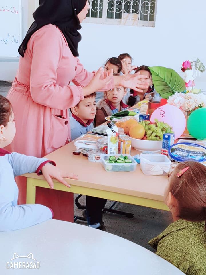 نشاط لوجبة الإفطار الصحية لطلاب الصف الأول